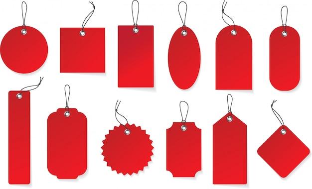 Makieta realistyczne wiszące etykiety czerwony papier. zestaw metek w różnych kształtach.