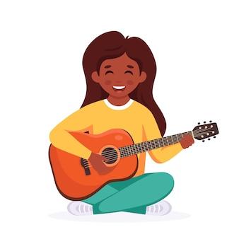 Mała czarna dziewczynka gra na gitarze dziecko gra na instrumencie muzycznym