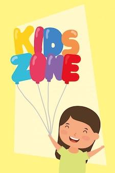 Mała dziewczynka z strefami balonów helowych dla dzieci
