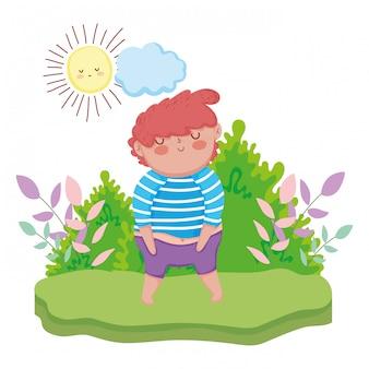 Mała pyzata chłopiec w krajobrazie