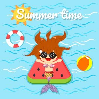Mała śliczna syrenka na basenie dla lato czasu