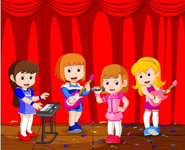 Małe dzieci grające muzykę w zespole muzycznym