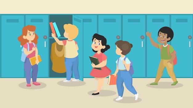 Małe dzieci w sali szkolnej przed szafkami. uczniowie z torbami i książkami idą na zajęcia i rozmawiają ze sobą. edukacja i wiedza. ilustracja.