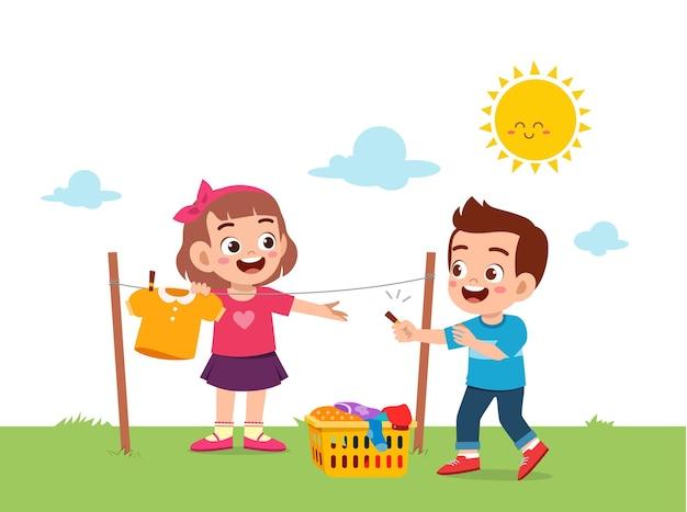Małe dziecko pomagające w pracach domowych i suszeniu ubrań na zewnątrz