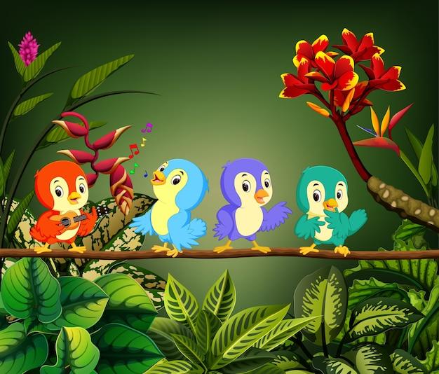 Małe ptaszki śpiewają piosenkę w lesie