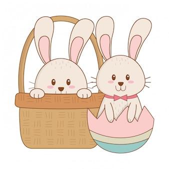 Mali króliki z jajkiem malującym w koszykowym easter charakterze