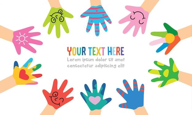 Malowane ręce małych dzieci
