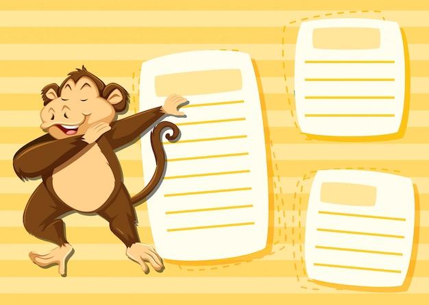 Małpa na pustej notatce z copyspace tłem