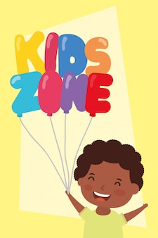 Mały chłopiec afro z balonami strefowymi dla dzieci hel