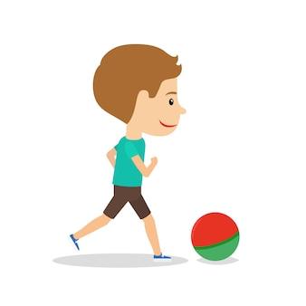 Mały chłopiec bieganie z piłką
