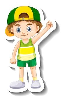 Mały chłopiec w czapce z naklejką z postacią z kreskówek