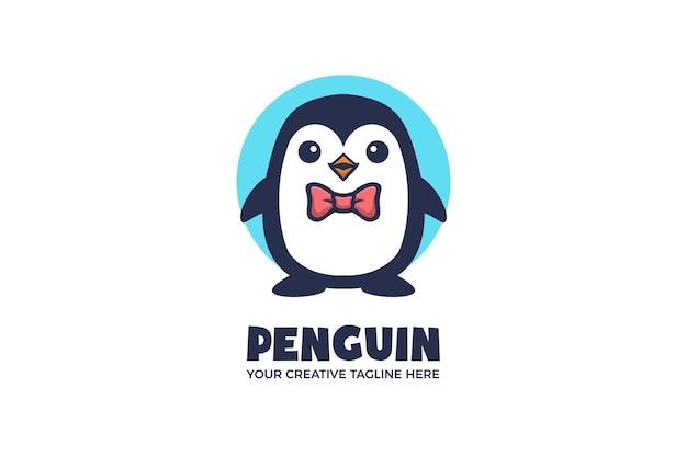 Mały pingwin kreskówka maskotka logo szablon