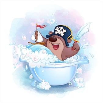 Mały pirat z misiem bawi się w wannie