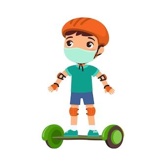 Mały sportowiec w masce ochronnej