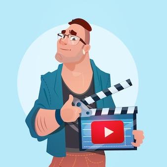 Man video blogger online stream blogowanie subskrybuj koncepcję