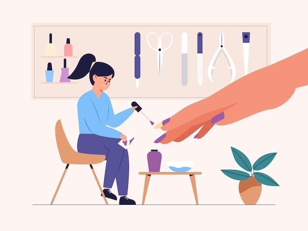 Manikiurzystka nakłada lakier do paznokci klientki w salonie paznokci.