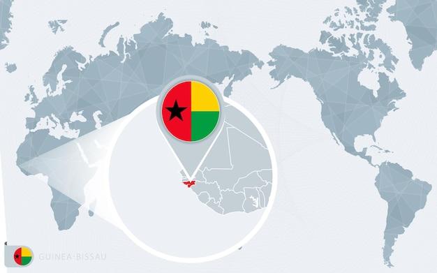 Mapa świata wyśrodkowanego na pacyfiku z powiększoną gwineą bissau. flaga i mapa gwinei bissau.