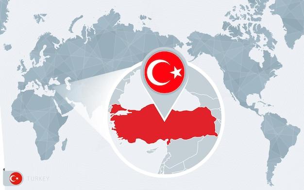 Mapa świata wyśrodkowanego na pacyfiku z powiększoną turcją. flaga i mapa turcji.