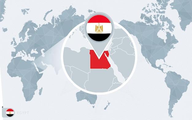 Mapa świata wyśrodkowanego na pacyfiku z powiększonym egiptem. flaga i mapa egiptu.