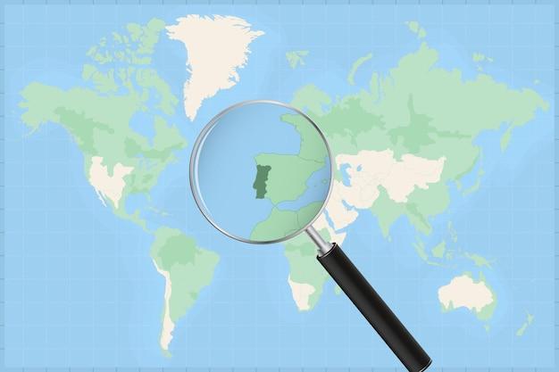Mapa świata z lupą na mapie portugalii.