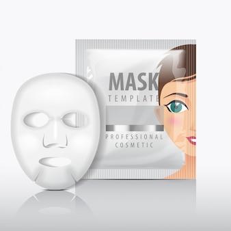 Maseczka do twarzy w płacie z saszetką. szablon. pakiet produktów kosmetycznych dla twojego