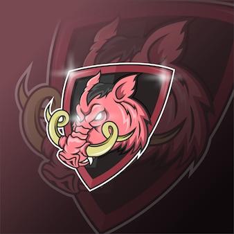 Maskotka dzika świnia do sportu i logo e-sportu na białym tle