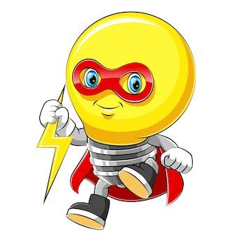 Maskotka postać z kreskówki wesoły superbohatera żarówki w czerwonym płaszczu