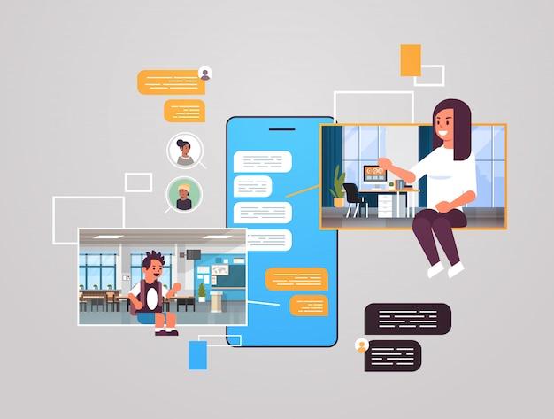 Matka i syn za pomocą czatu aplikacji sieci społecznościowej czat bańka komunikacja koncepcja