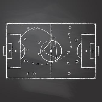 Mecz taktyczny narysowany kredą na czarnej wcieranej tablicy. schemat taktyczny piłki nożnej z dwoma zespołami graczy i strzałkami strategicznymi.