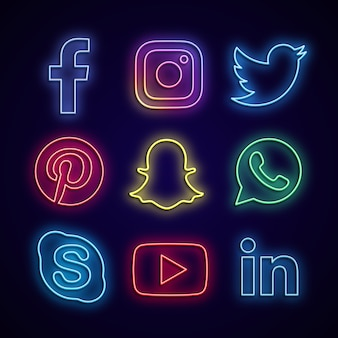 Media społecznościowe wykonane z neonów