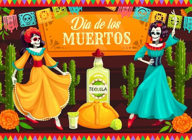 Meksykański dzień zmarłych tańczy szkielety catriny. tancerze szkieletu dia de los muertos z czaszkami kalavery, kaktusami i kwiatami nagietka, tequilą, limonką i chlebem, ozdobione papel picado