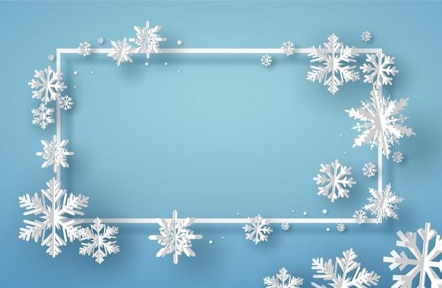 Merry christmas card z kwadratową ramką i białym płatkiem śniegu origami lub kryształem lodu na niebieskim tle