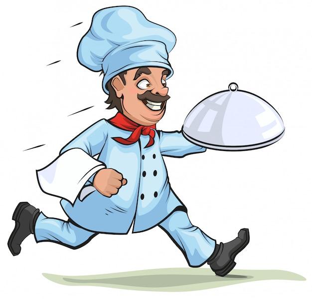 Męski szef kuchni niesie gotowego naczynia na półmisku