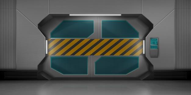 Metalowe drzwi przesuwne w korytarzu statku kosmicznego
