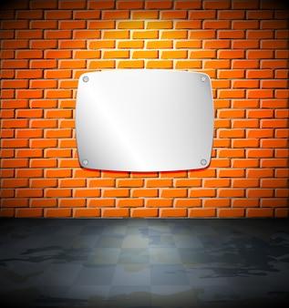 Metalowy ekran na ścianie z cegły