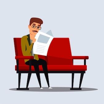 Mężczyzna czyta gazetę, uśmiechając się w średnim wieku osoba w okularach w ubranie siedzi na kanapie z magazynem.