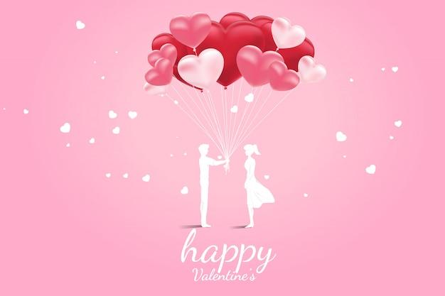 Mężczyzna daje balon kształt serca kobieta