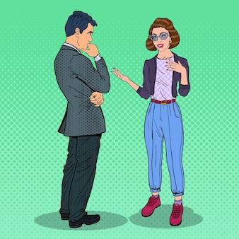 Mężczyzna i kobieta o rozmowie
