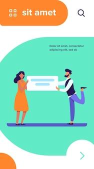 Mężczyzna i kobieta trzyma kartę z tekstem