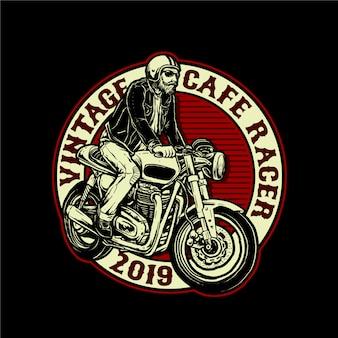 Mężczyzna jedzie cafe racer motocykl wektor znaczek