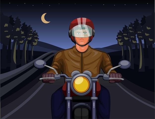 Mężczyzna jedzie na motocyklu w ciemnym lesie w nocy