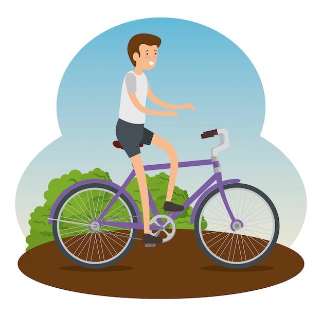 Mężczyzna jedzie na rowerze robić ćwiczeniu