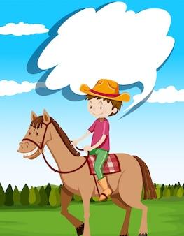 Mężczyzna jeździecki koń w polu