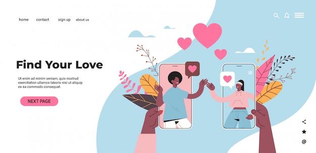Mężczyzna kobieta czatowanie online mobilna aplikacja randkowa afroamerykanie para omawianie podczas wirtualnego spotkania koncepcja komunikacji relacji społecznych ilustracja pozioma przestrzeń kopii