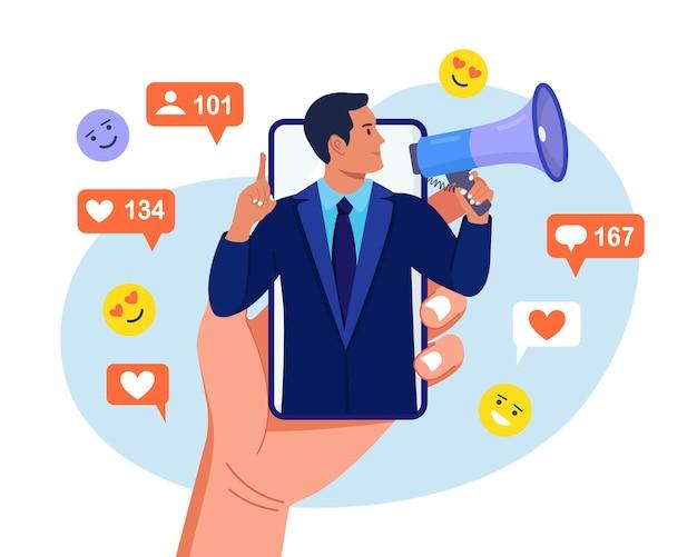 Mężczyzna krzyczy w głośniku na ekranie smartfona, przyciągając subskrybentów, pozytywne opinie, obserwujących. promocja w mediach społecznościowych, marketing. komunikacja z publicznością. zespół agencji pr dla influencera