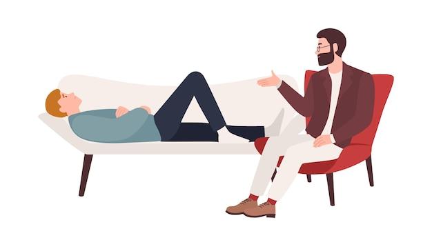 Mężczyzna leżący na trenerze i mężczyzna psycholog, psychoanalityk lub psychoterapeuta siedzący obok i udzielający pomocy psychologicznej. profesjonalna sesja psychoterapeutyczna