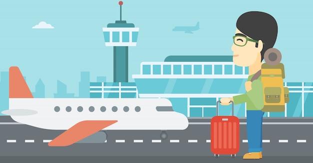 Mężczyzna na lotnisku z walizką.