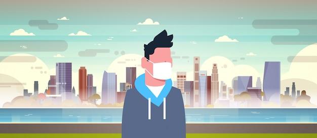 Mężczyzna nosi maski ochronne na zanieczyszczenia