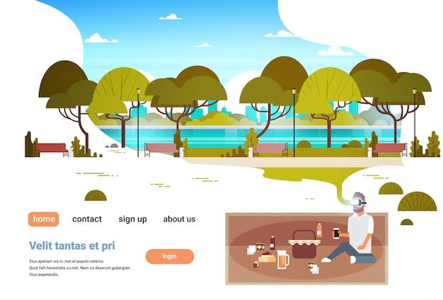 Mężczyzna nosić okulary cyfrowe pikniku w mieście park miejski wirtualnej rzeczywistości vr wizja zestawu słuchawkowego innowacja koncepcja