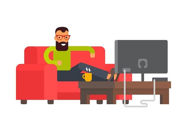 Mężczyzna obsiadanie na kanapie ogląda tv w domu